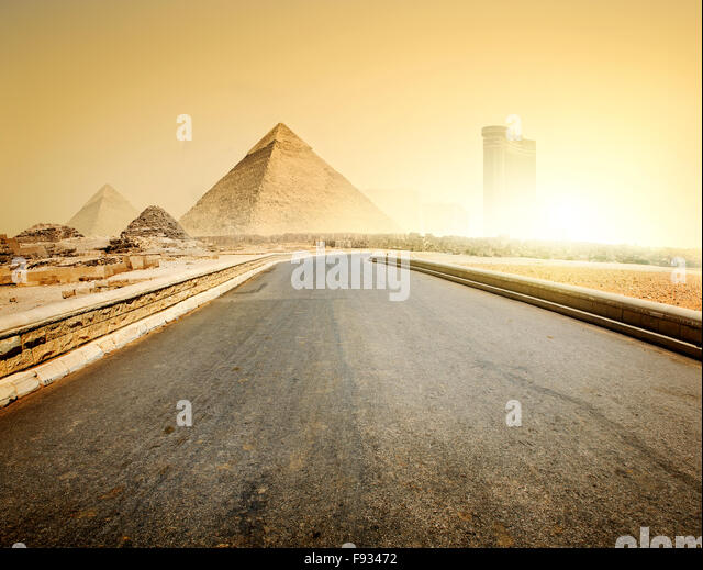 Asphalted road to pyramids and modern buildings of Giza - Stock-Bilder