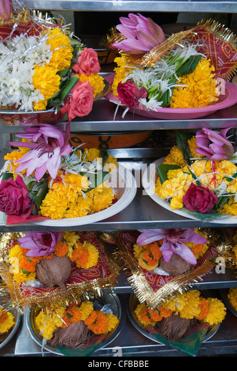 Offerings ready for presentation at a Hindu temple in Mumbai - Stock Image