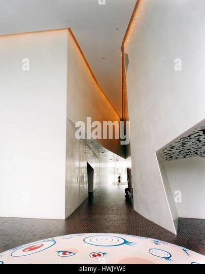 Corridor connecting galleries, work by Takashi Murakami in the foreground. Walker Art Center, Minneapolis, United - Stock-Bilder
