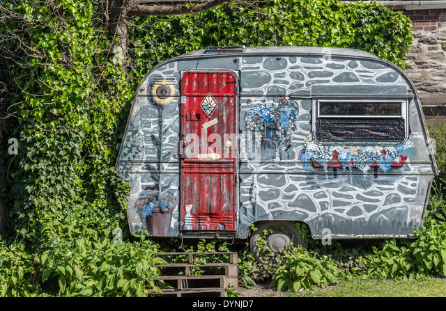 Highly artistically decorated caravan. - Stock-Bilder