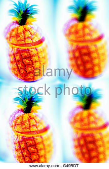Pineapple ice bucket hawaiian south seas cocktail fifties plastic repeat - Stock Image