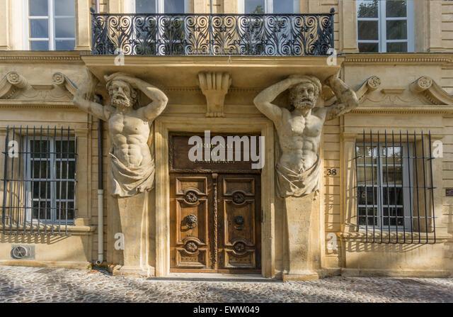 Dorway with caryatids, Tribunal de Commerce, Atlas Firgures,   Cours Mirabeau, Aix-en-Provence, Bouches-du-Rhone - Stock Image