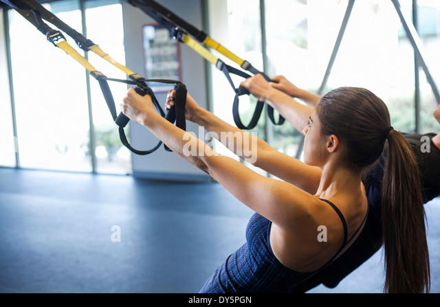Couple working out in gym - Stock-Bilder