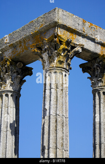 Corinthian fluted granite columns with ornate capitals Temple of Diana, Evora, Alentejo, Portugal, Europe - Stock Image