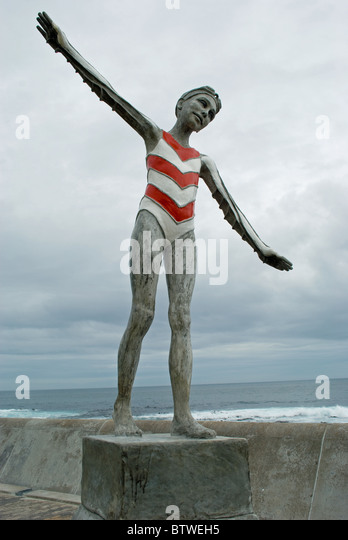 Statue on of girl swimmer on Sea Point Promenade, Cape Town. - Stock Image