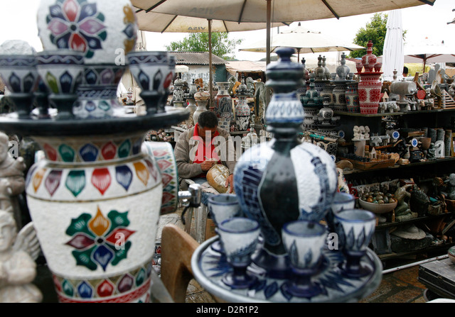 Craft market near Sao Francisco de Assis church, Ouro Preto, Minas Gerais, Brazil, South America - Stock Image