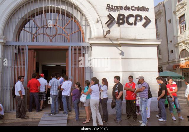 Peru Lima Jiron de la Union Banco de Credito BCP bank financial institution business branch door line queue waiting - Stock Image