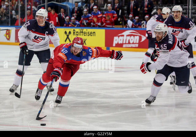 Moscow, Russia. 22nd May, 2016. Sergei Kalinin of Russia (2nd L) vies with David Warsofsky of USA (R) during a game - Stock Image