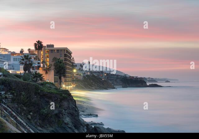 Landscape view of cliffs and beach at dawn, Laguna Beach, California, USA - Stock-Bilder