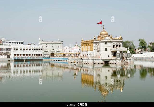 Hinduism, Durgiana Mandir Vishnu Temple on the lake, Amritsar, Punjab, India, South Asia - Stock Image