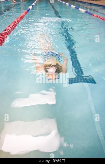swimmer swimming laps in gym pool. - Stock-Bilder