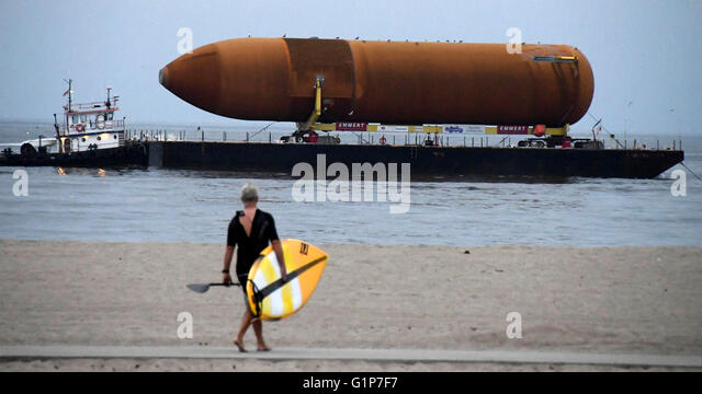 Marina Del Ray, California, USA. 18th May, 2016. The space shuttle fuel tank destined for the California Science - Stock Image