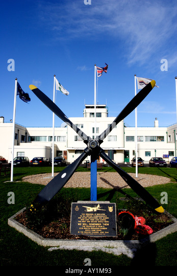 Art deco Shoreham Airport with propeller monument in foreground - Stock Image