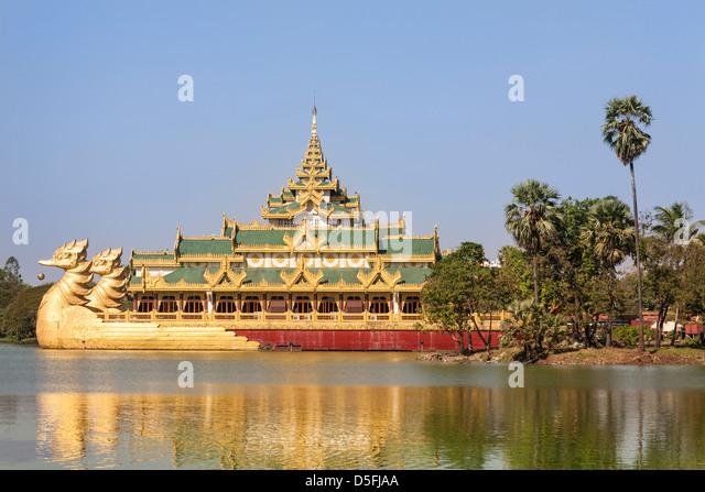 Karaweik Barge, concrete replica of the Royal Barge, Kandawgyi Lake, Yangon (Rangoon), Myanmar, (Burma) - Stock-Bilder