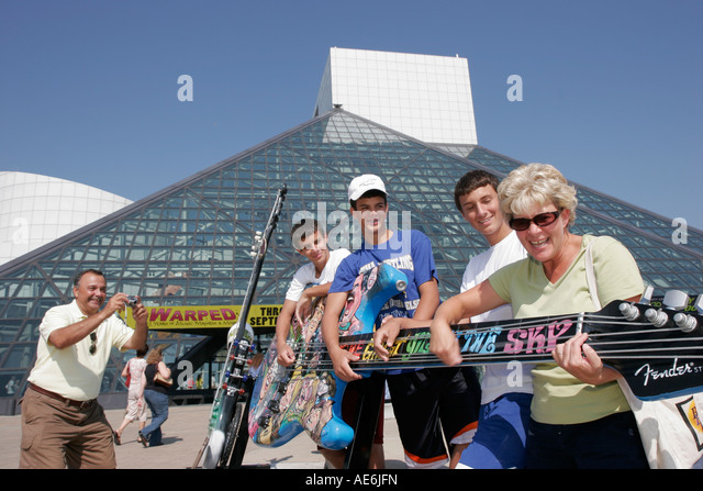 Cleveland Ohio Rock and Roll Hall of Fame family camera guitar teen boys mother father - Stock Image