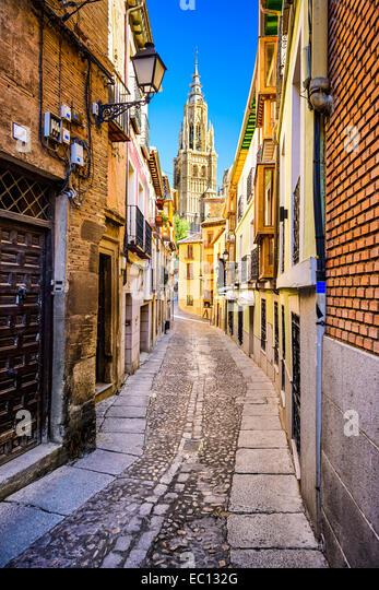 Toledo, Spain alleyway towards Toledo Cathedral. - Stock Image