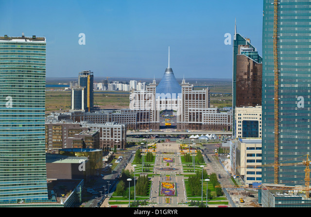 View of city looking towards Khan Shatyr Entertainment Center, Astana, Kazakhstan, Central Asia, Asia - Stock-Bilder