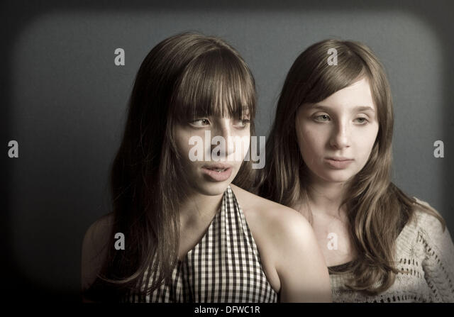 Preteen twin sisters posing. - Stock-Bilder