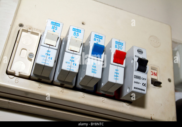 UK .OLD ELECTRIC FUSE BOX  IN A  LONDON HOUSE - Stock Image