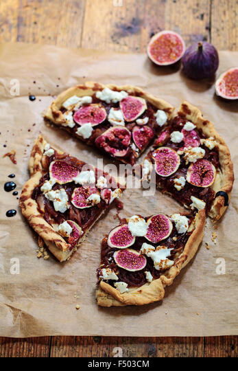 Figs, caramelized onions and goat cheese tart - Stock Image