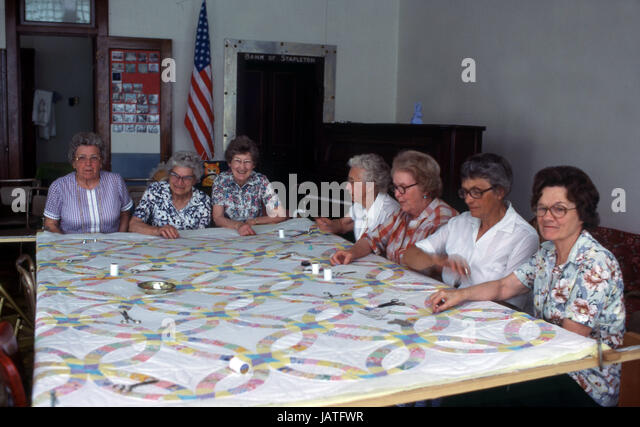 Old women at a sewing bee making a quilt in Nebraska - Stock Image