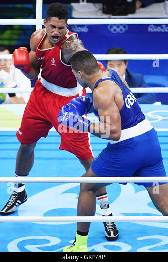 Rio De Janeiro, Brazil. 21st Aug, 2016. Tony Victor James Yoka (L) of France confronts Britain's Joe Joyce during - Stock-Bilder