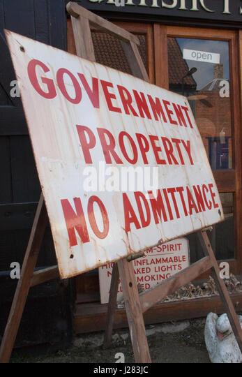 Elderly governmental sign outside a vintage shop - Stock Image
