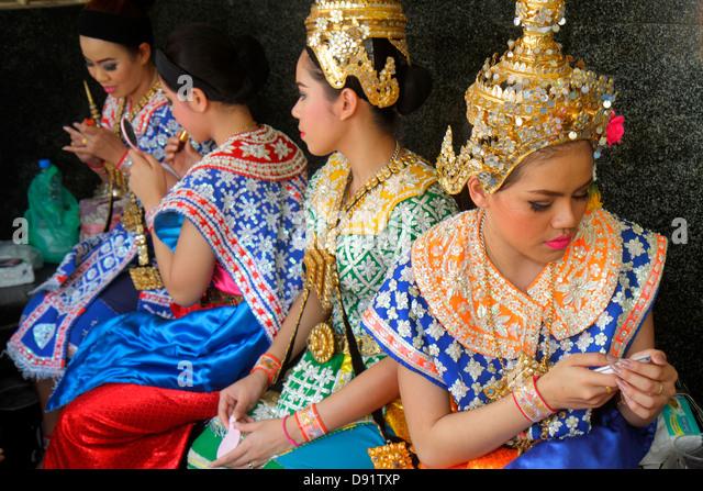 Bangkok Thailand Pathum Wan Ratchadamri CentralWorld Plaza Erawan Shrine Hindu religion religious Thai dance troupe - Stock Image