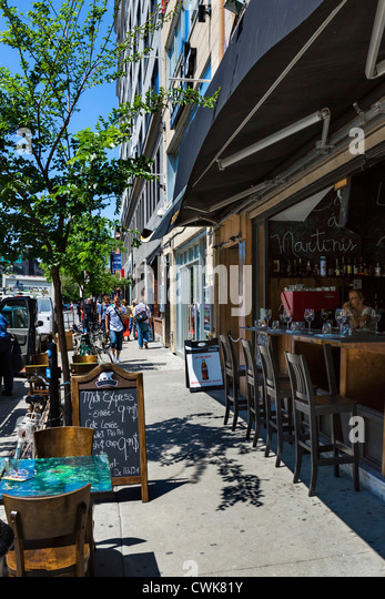 Bar and shops on Boulevard Saint-Laurent in the Plateau Mont-Royal district north of Rue Sherbrook, Montreal, Quebec, - Stock Image