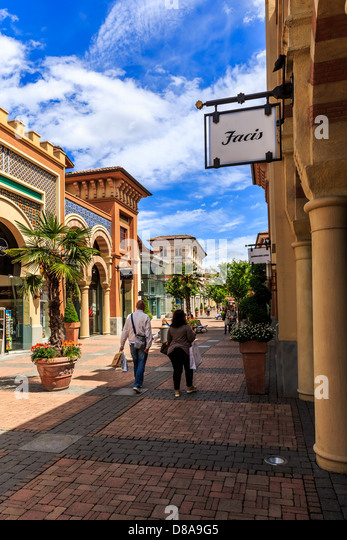 Fidenza stock photos fidenza stock images alamy - Outlet mobili emilia romagna ...