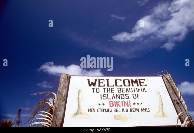 Welcome to Bikini Atoll sign on Bikini Island - Stock Image