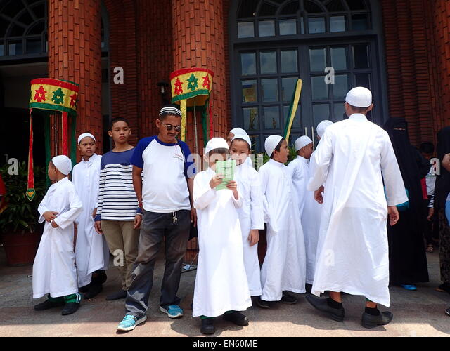 quezon city muslim 2018-07-14 quezon city (/ ˈ k eɪ z ɒ n / kay-zon  is located there are some industrial facilities especially near the mindanao avenue area culiat, a muslim compound, is also to be found here, as are the central offices of the.