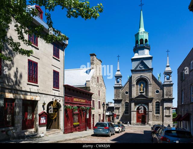 View down Bonsecours Street to Notre-Dame-de Bon-Secours Chapel with Auberge Pierre du Calvet to left, Vieux Montreal, - Stock Image