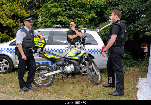 how to become a community police officer