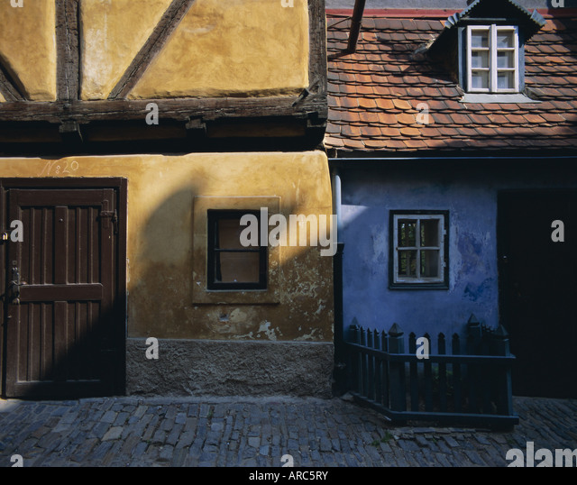 Colourful old buildings in Golden Lane, Prague, Czech Republic, Europe - Stock-Bilder