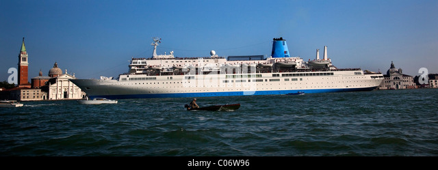 Small Passenger Ship Stock Photos Amp Small Passenger Ship