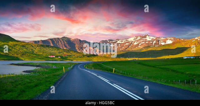 Colorful summer sunset near the Grundarfjordur town. Evening scene on the Snaefellsnes peninsula, Iceland, Europe. - Stock Image