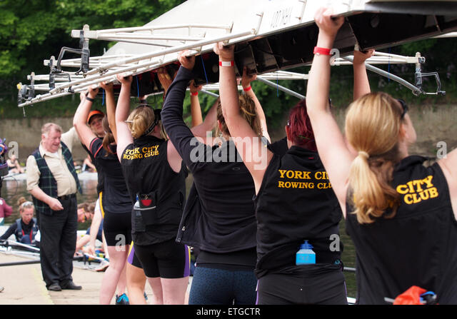 Durham, UK. 13th June, 2015. Competitors lifting their boat into the water during the 182nd Durham Regatta. Durham - Stock Image