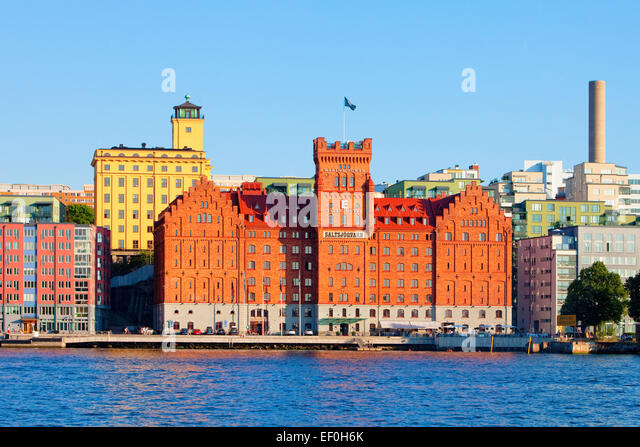 Sweden, Stockholm - Saltsjoquarn and new apartment buildings by the sea. - Stock Image