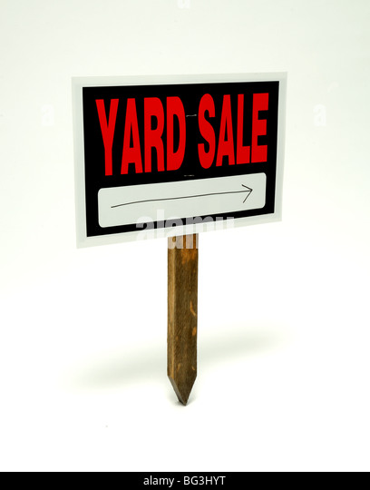 Yard sale sign with an arrow on a wooden post - Stock Image