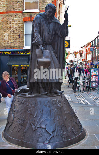 England, statue of Geoffrey Chaucer, High Street, Canterbury, Kent, Sam Holland , statue, Lynne O'Dowd, plinth, - Stock Image
