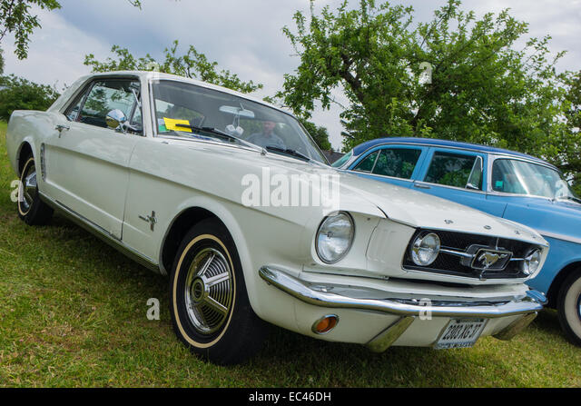 white ford mustang stock photos white ford mustang stock images alamy. Black Bedroom Furniture Sets. Home Design Ideas
