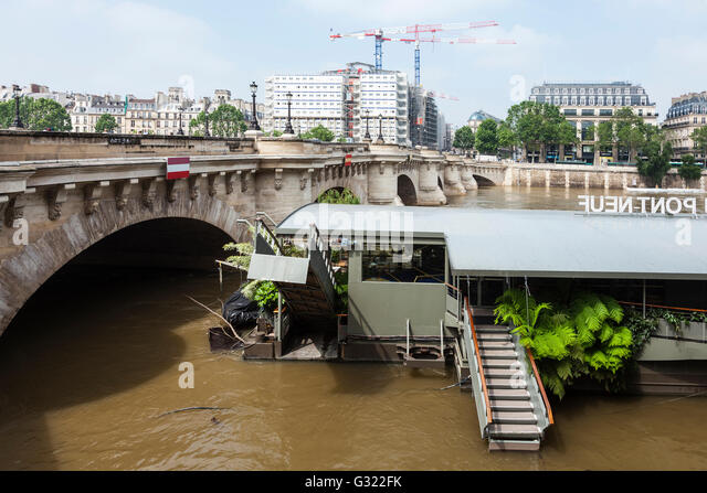 Paris, France. 06th June, 2016. Flood décrease, Seine river, Pont Neuf, Jardins du Pont Neuf, Paris, 06/06/2016 - Stock Image