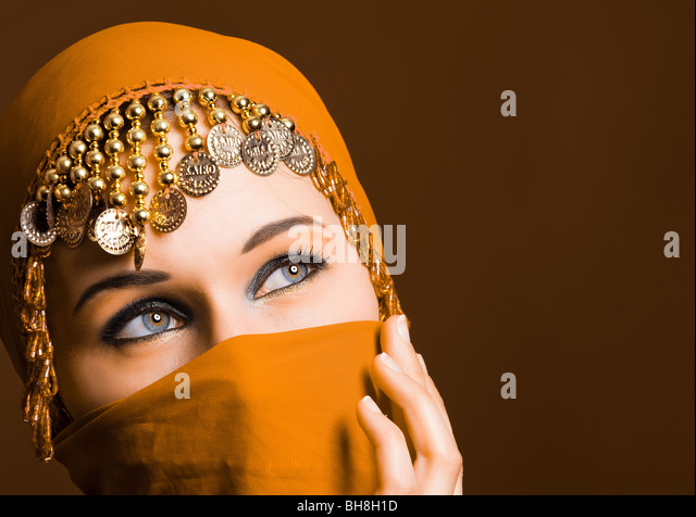 a paper on women wearing veils The scarf or hijab that muslim women wear on their heads is making headlines around the world  why muslim women wear the veil (read more) view more.