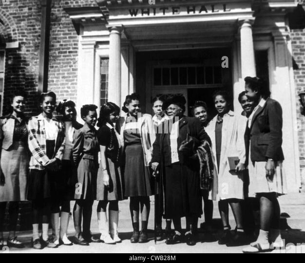Mary McLeod Bethune with students at Bethune-Cookman College which she had founded as the Daytona Normal and Industrial - Stock Image