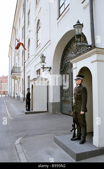 Sentries at the Presidential Palace gate in Riga - Stock Image