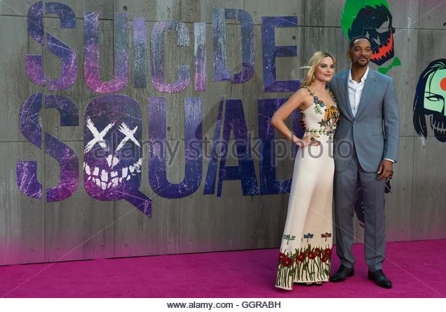 epa05453664 Australian actress/cast member Margot Robbie (L) and US actor/cast member Will Smith (R) arrive for - Stock Image