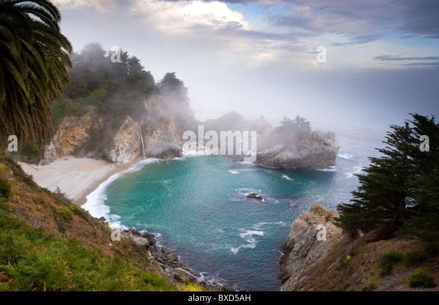 fog-rolls-in-at-the-classic-big-sur-over