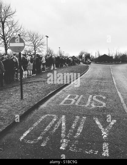 Bus stop queue - Stock Image