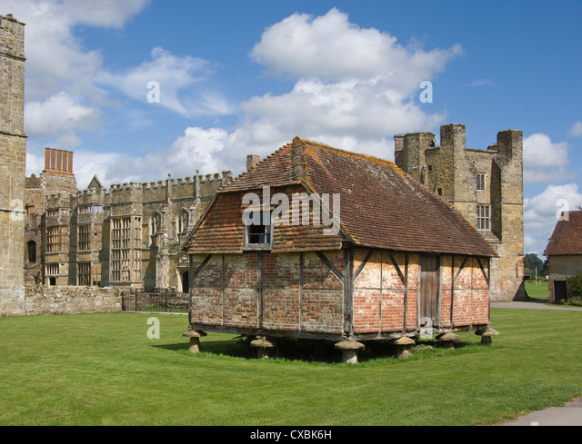 A Medieval granary, set on toadstools to prevent access by rats, Cowdray Castle, Midhurst, West Sussex - Stock-Bilder
